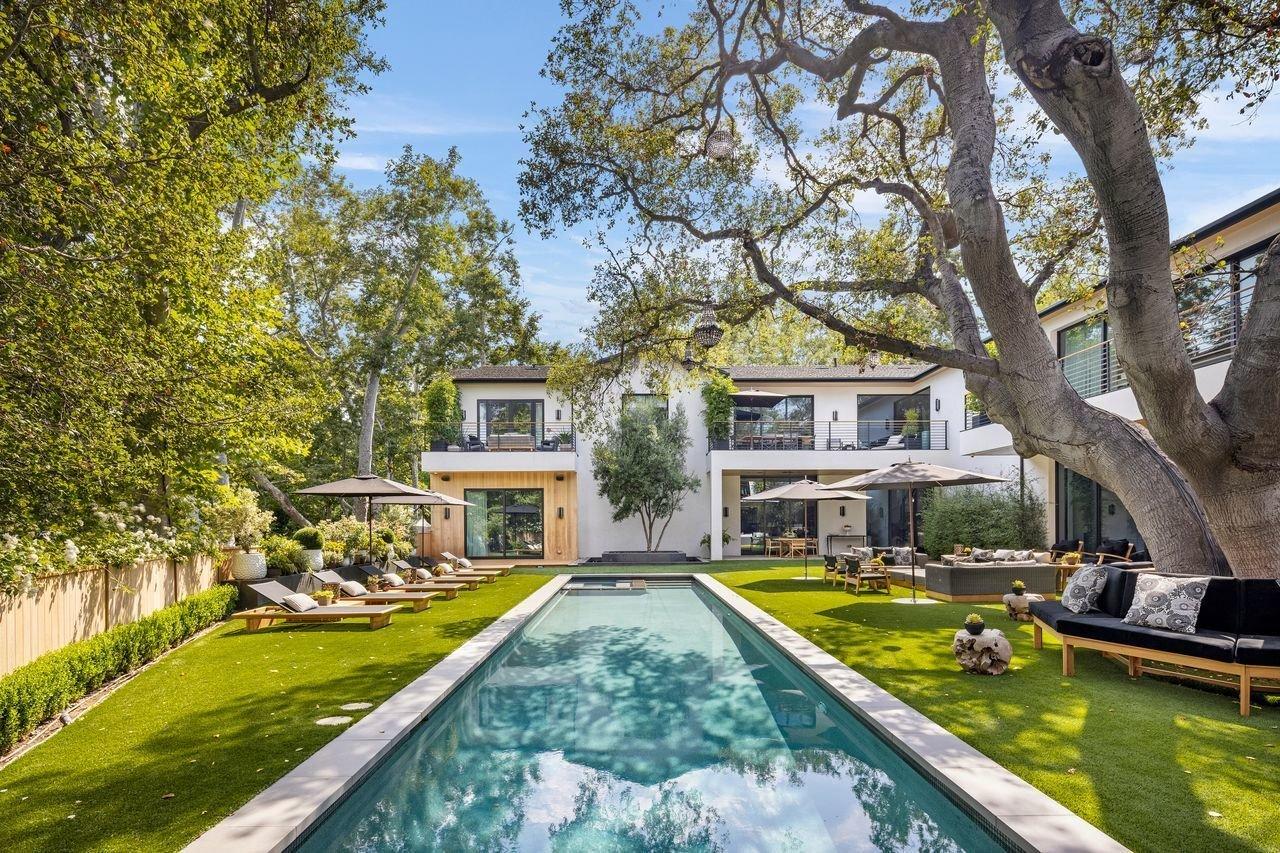 Joe Jonas & Sophie Turner Selling their LA Mansion $16.75 million! See Pictures