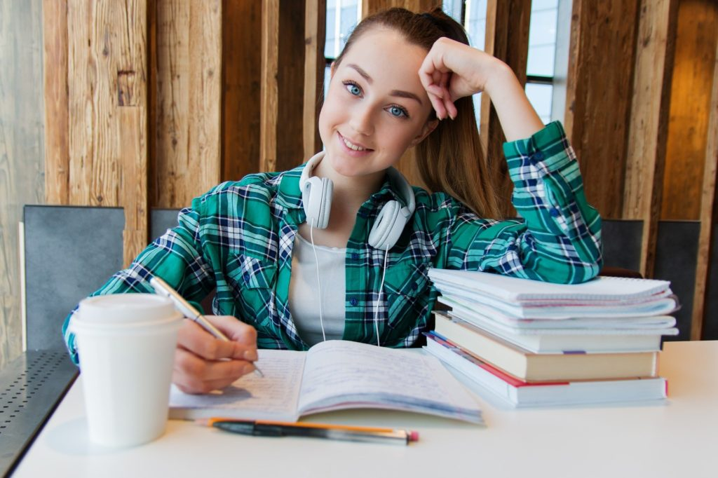 How to Write a Good College Essay: Tips and Tricks