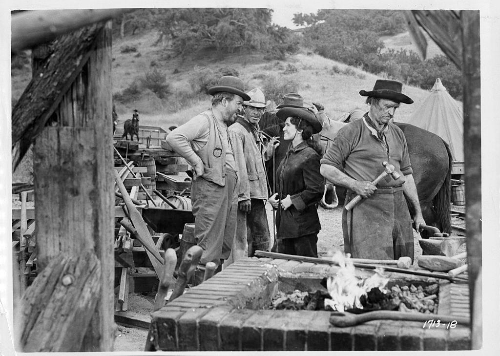 Susan Cabot talking with a man in a scene from the film 'Gunsmoke', 1953. | Photo: Getty Images