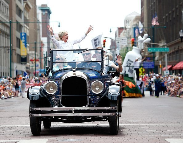 Actress and Grand Marshall Florence Henderson wave from a car during a parade ahead of the 100th running of the Indianapolis 500 at on May 28, 2016 | Source: Getty Images