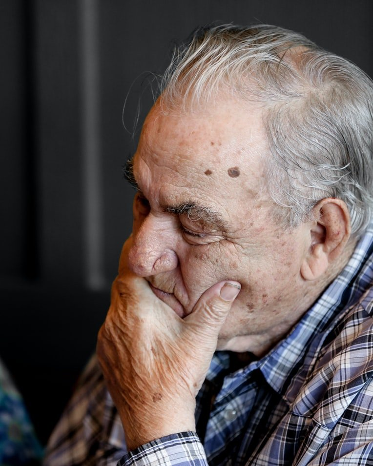 Lesley looked after her ailing grandfather | Source: Unsplash