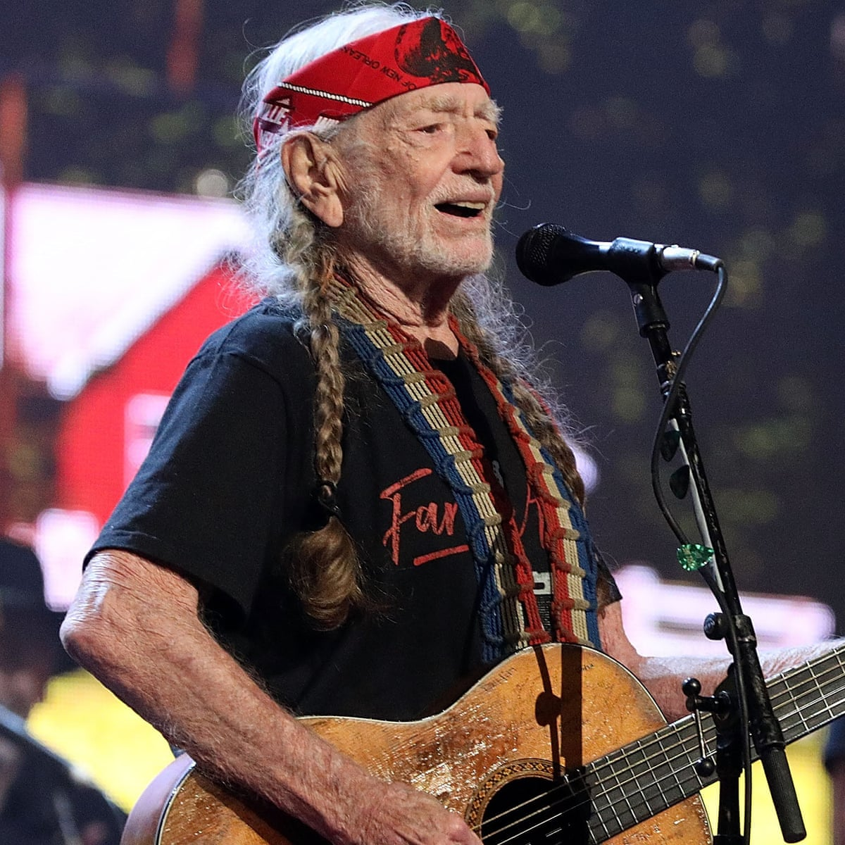 Willie Nelson struggling with health issues And fighting with his wife!