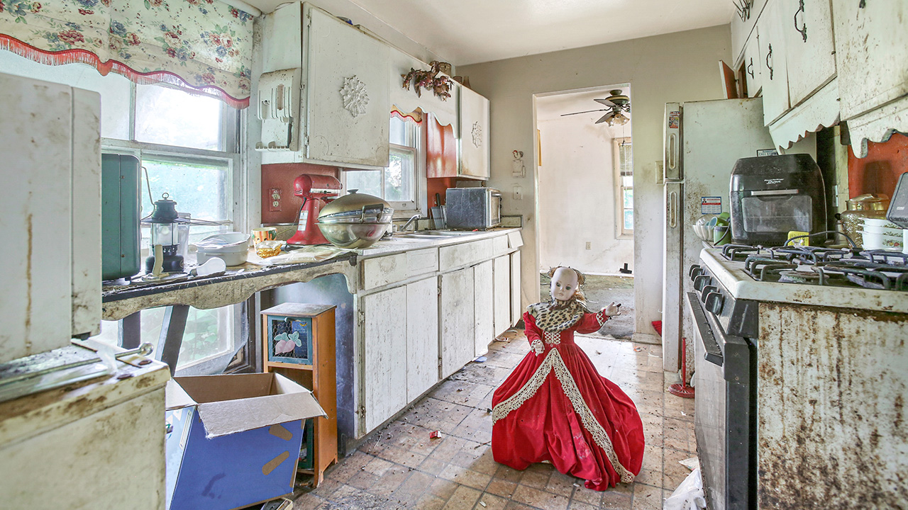 Real Estate Agent Places Creepy Dolls in 'Hideous and Horrifying' Home in Louisiana To Get the Place Listed