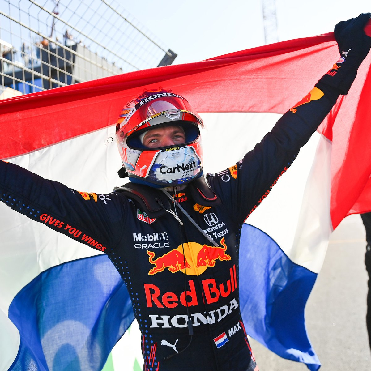Max Verstappen Wins Lewis Hamilton Top spot in Mercedes Star Bemoans Team Tactics!