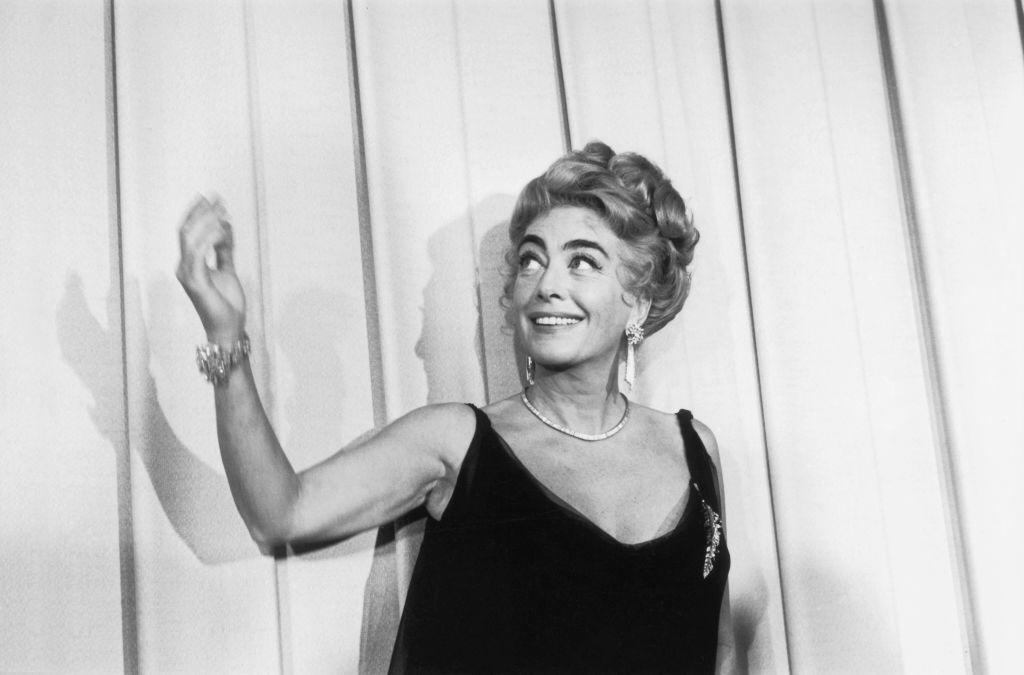 American film actress Joan Crawford at the Oscars award ceremony in Hollywood on April 11, 1962 | Photo: Getty Images