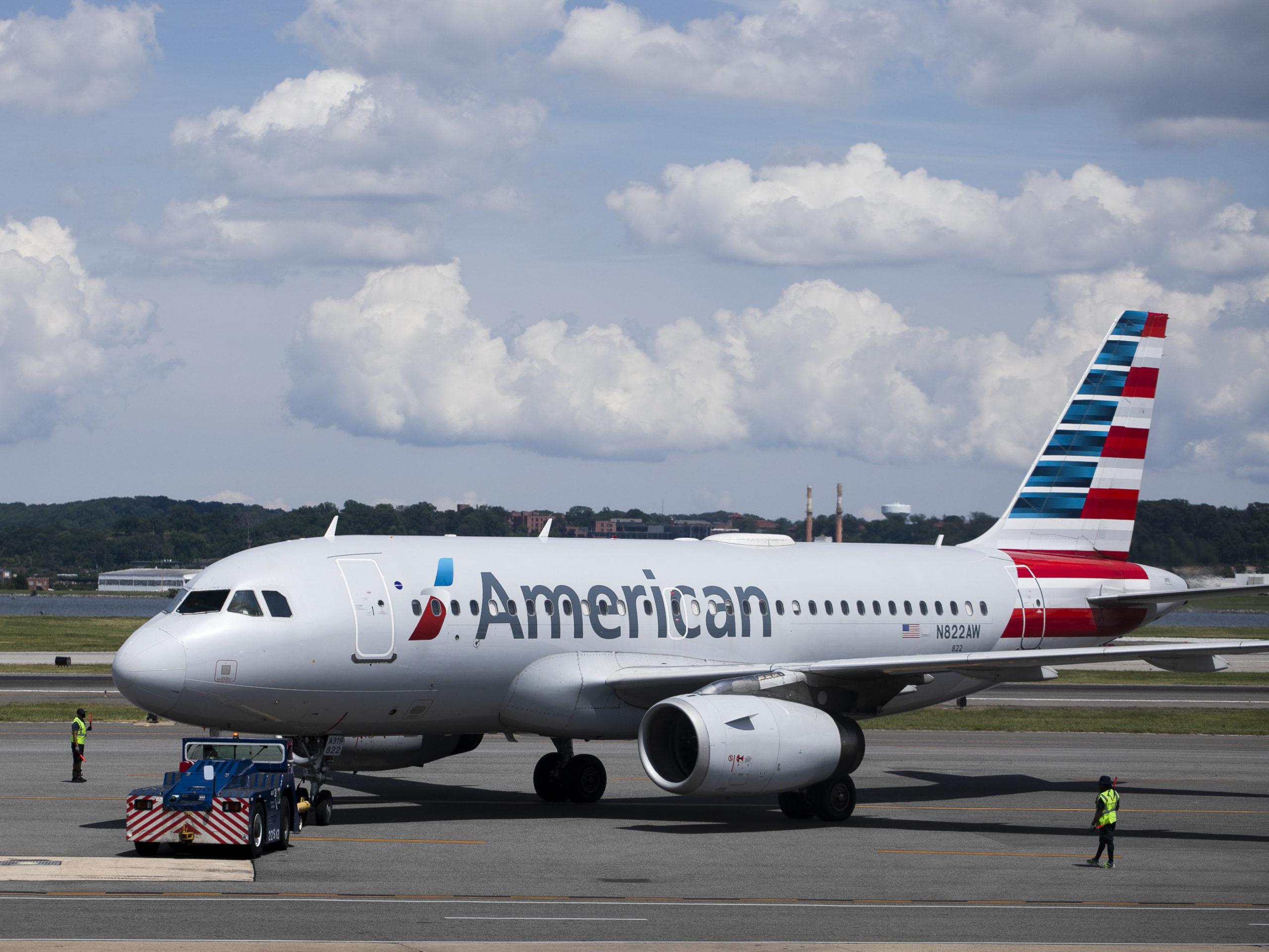 American Airlines plane Passenger tries to deboard mid flight! Mental Health