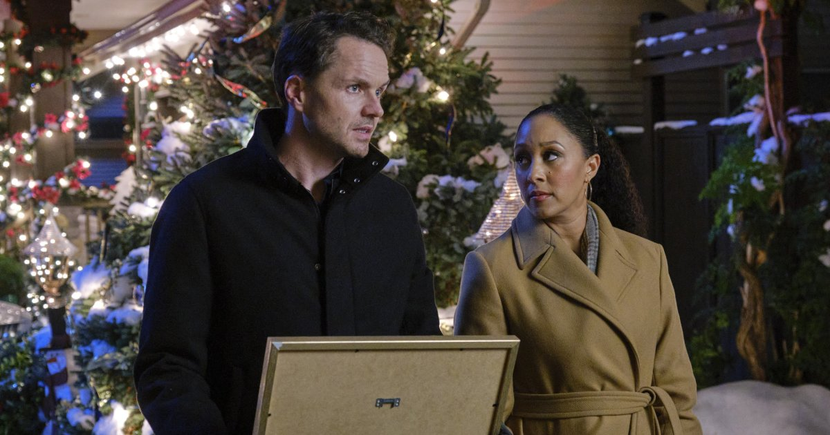 More on the Tamera Mowry-Housley and Paul Campbell Hallmark's 'The Santa Stakeout'.