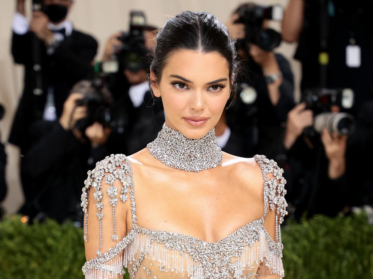 Kendall Jenner On Her Hands And Knees At Met Gala