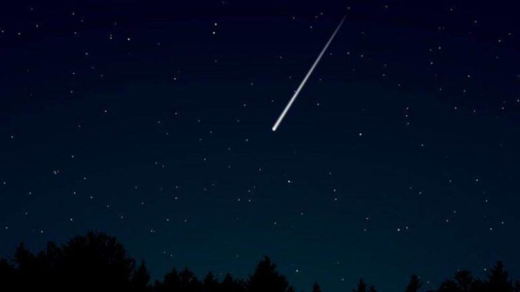 Above UK dock a stunning meteor lights up captured by camera