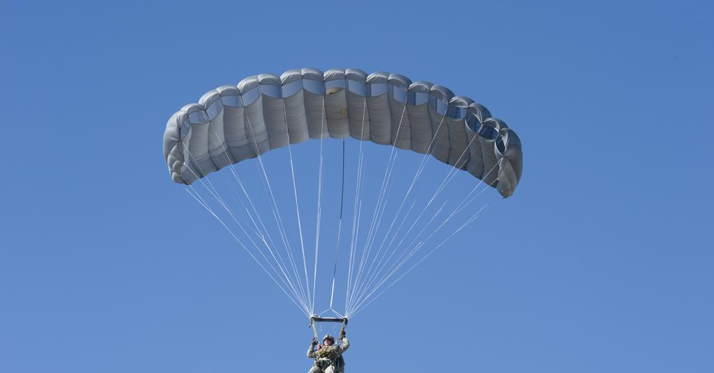 An instructor in the armed forces dies due failure of parachute.