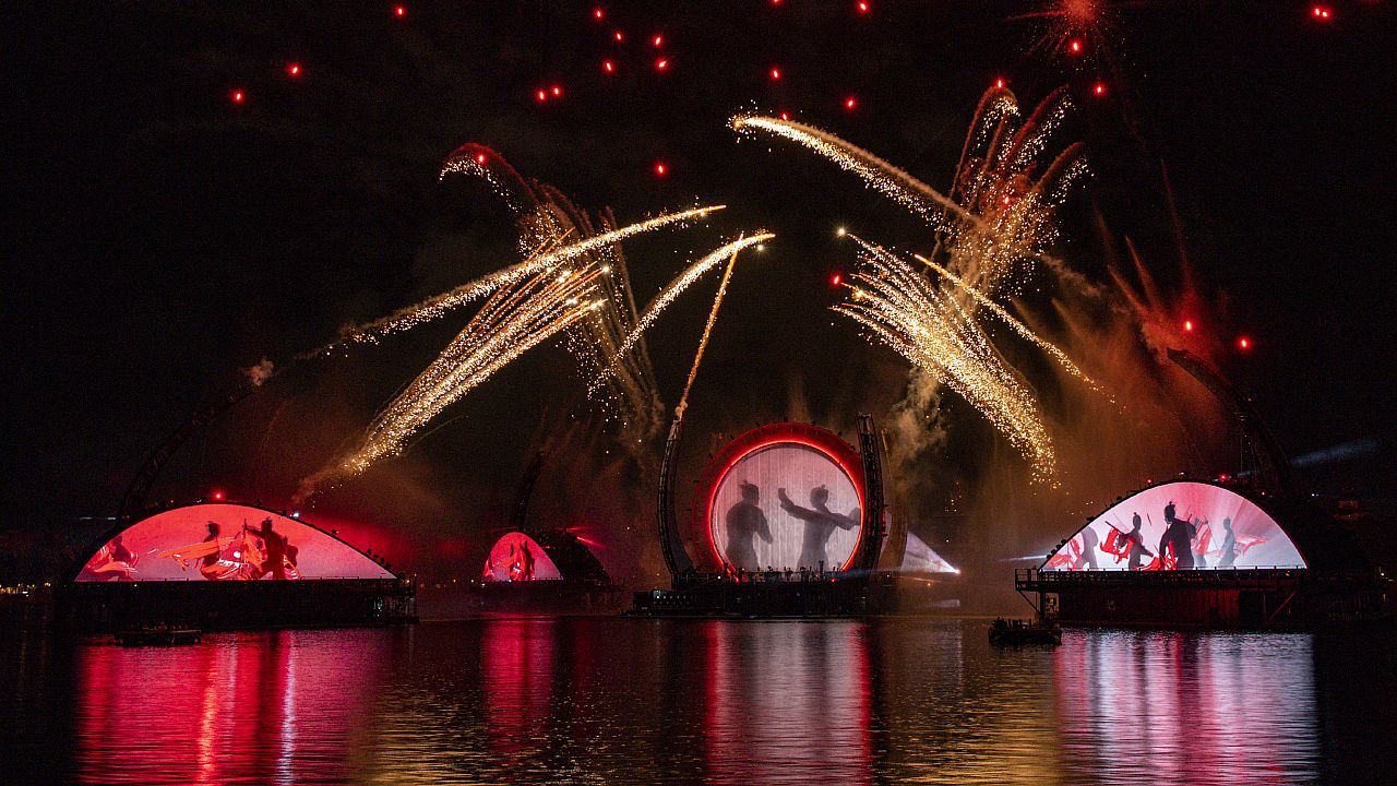 Epcot's New Fireworks Show Is Here And Disney World Fans Have Opinions Epcot's New Fireworks Show Is Here And Disney World Fans Have Opinions